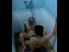 คลิปโป๊ไทยทางบ้าน แก้ผ้าอาบน้ำกับเมีย ผัวไม่ไหวจับ xxxหีในห้องน้ำ เล่นท่า ยกขา ซอยดังตับๆ