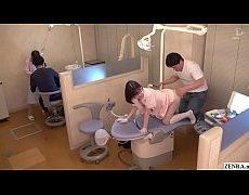 Japan Av หมอหื่นจับคนไข้สาวเเว่นเย็ดคาห้องตรวจ สาวเเว่นก็ร้ายเหมือนกันนะเนี่ยแฟนเผลอเเล้วมาเย็ดกับคุณหมอเลยนะ